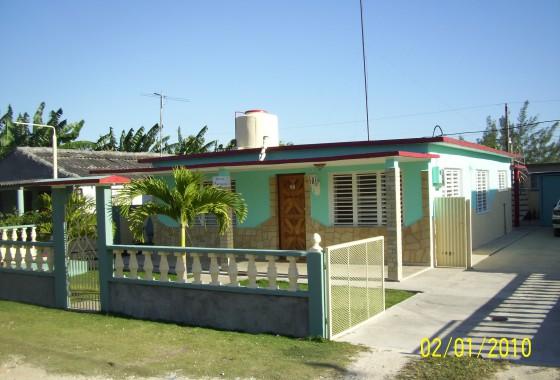Frente - Casa Enrique Rivas Playa Larga