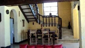 Comedor escaleras al segundo piso - Casa Garcia Dihigo Varadero