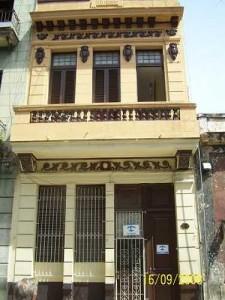 Frente de la Casa de Mariluz en Centro Habana