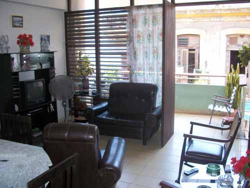 sala-balcon-casa-mirta-quiroz-habana