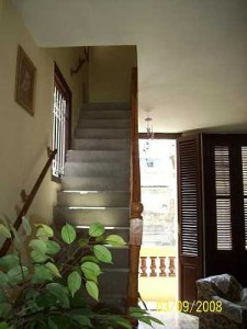 Escalera al apartamento de Casa de Mariluz en Centro Habana