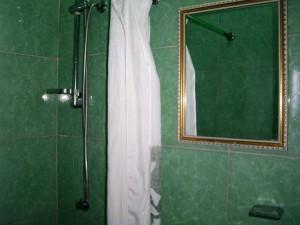 baño2-casa-chichi-malecon-centro-habana