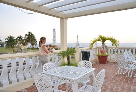 Terraza con vista al mar- El Farito en Cienfuegos