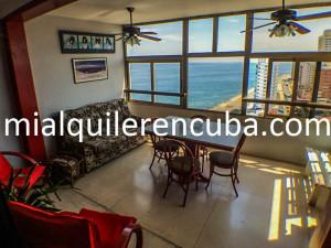 terraza-comedor-apartamento-alberto-malecon-vedado-2