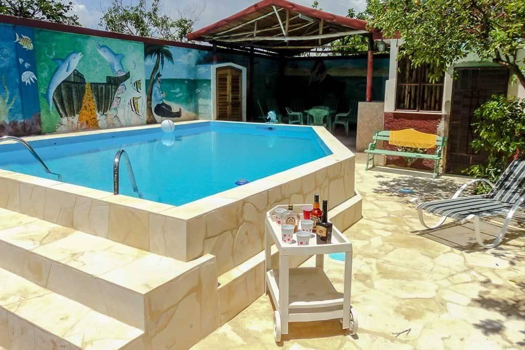 Casa myriam santa fe 5 habitaciones piscina for Casas con piscina en cuba