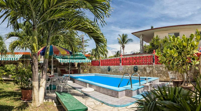 Casa balia y carlos guanabo for Casas en alquiler en la playa con piscina