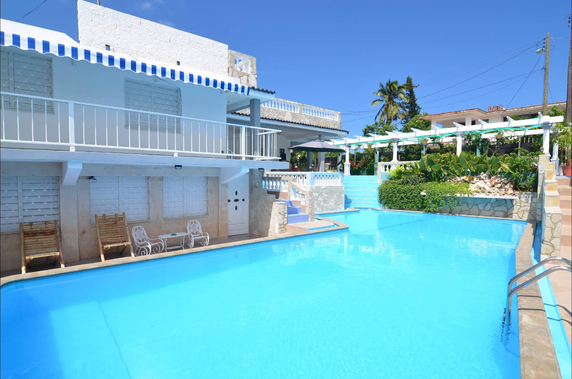 Hostal la pimienta habana del este schwimmbad for Casas con piscina barcelona alquiler