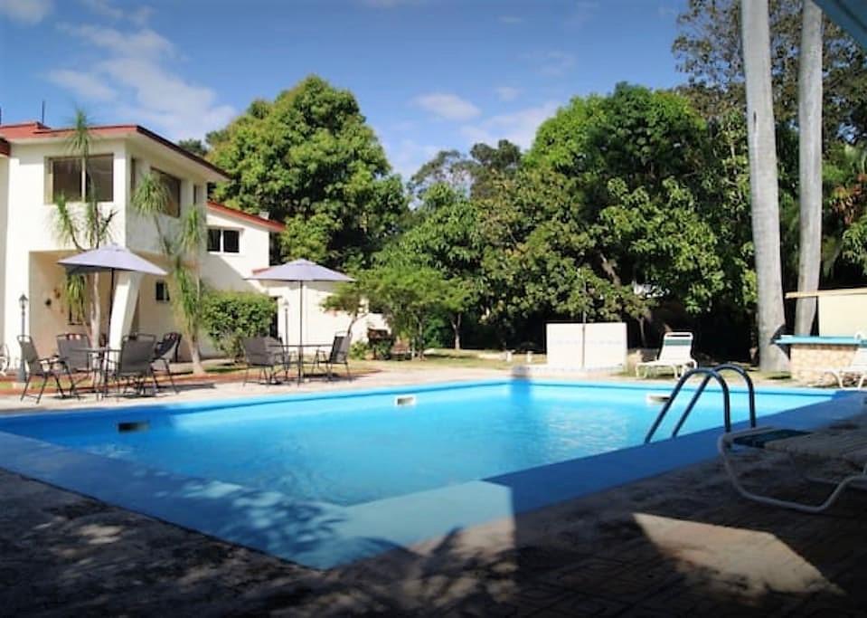 Villa siboney playa la habana casa con piscina for Casas en alquiler en la playa con piscina